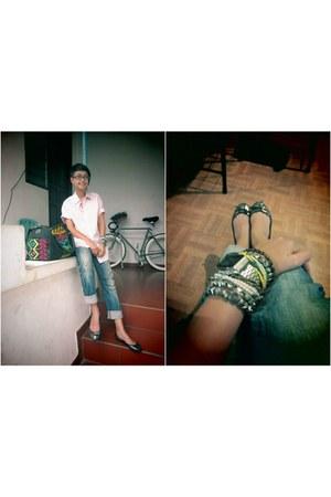 hot pink unbranded shirt - blue Lea jeans - black Bumiku bag