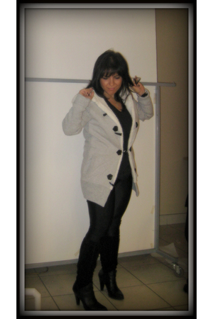 black American Apparel leggings - gray Bon Ton sweater - black Browns boots