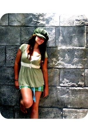 Victorias Secret shorts - a&f top - Urban Outfitters hat