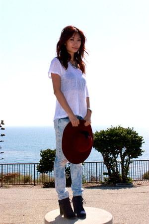 light blue hollister jeans - navy Dolce Vita boots - crimson hat