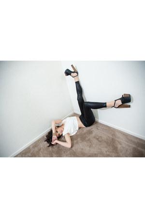 black Jessica Simpson sandals - black liquid leggings Forever 21 leggings