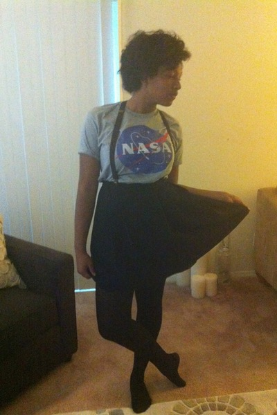 heather gray shirt - black skirt
