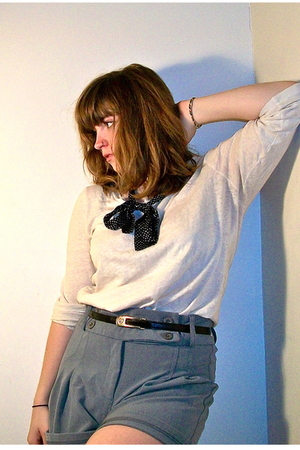 white J Crew shirt - gray Silence & Noise shorts - black thrifted belt - blue vi