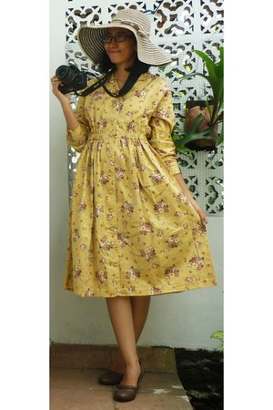 light yellow denim floral dress - tan stripes hat