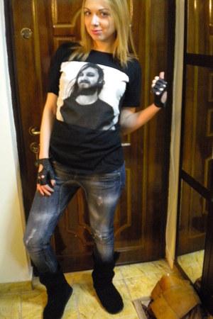 black Zara t-shirt - blue Stradivarius jeans - black Ugg boots - black Accesoriz