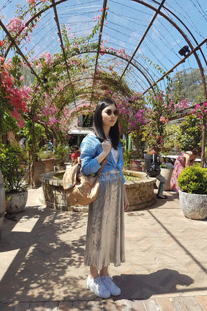 sky blue linen chambray Uniqlo blouse - tan Colette bag - gold Gloss sunglasses
