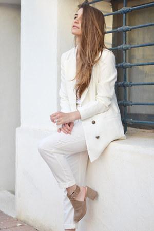 white Urban Outfitters blazer