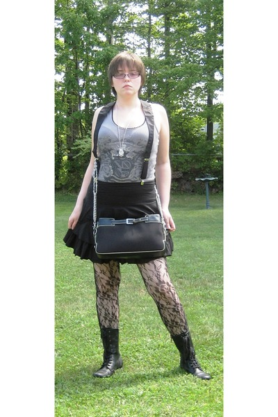 gray Somebodys LA Collection top - Body Central Forever21 Hot Topic accessories