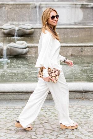 camel Salvatore Ferragamo bag - dark brown Chloe sunglasses