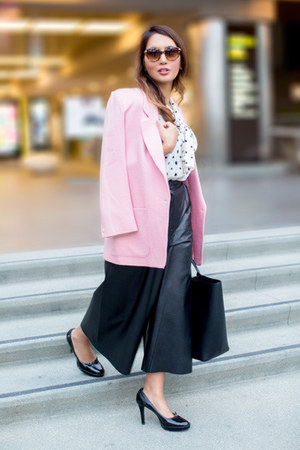 bubble gum wool MaxMara blazer - white Alice  Olivia shirt - black Smythson bag