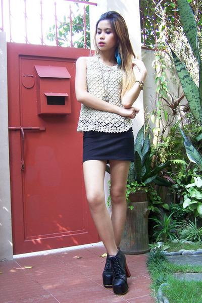 crochet vintage top - lita-esque Shop Dainty boots - bodycon Zara skirt