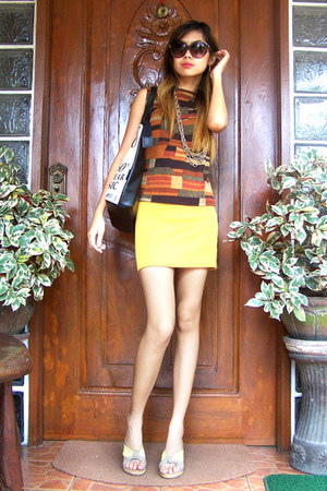 tawny vintage blouse - gold Forever 21 necklace - yellow bodycon landmark skirt