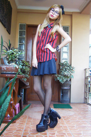 red striped blouse - black harness AsianVogue boots