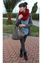 blue H&M shirt - black Deichmann boots - gray leopard H&M pants