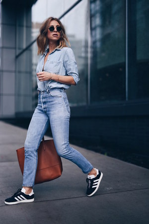chambray shirt madewell top - ReDone jeans - gazelle Adidas sneakers