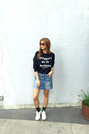 stan smith Adidas shoes - cotton Happy Feet socks - denim Pull & Bear skirt