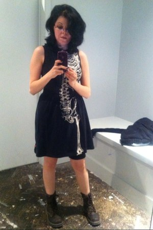 dark brown combat boots Sketchers boots - black skelleton Hot Topic dress