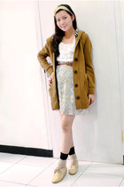 light brown wool vintage coat - leather Quina shoes - lace vintage skirt
