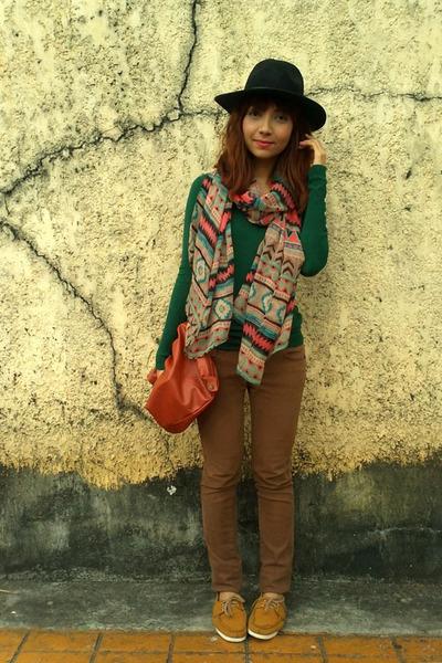 Hang Ten scarf - mustard Ferretti shoes - brown jeans - black f21 hat