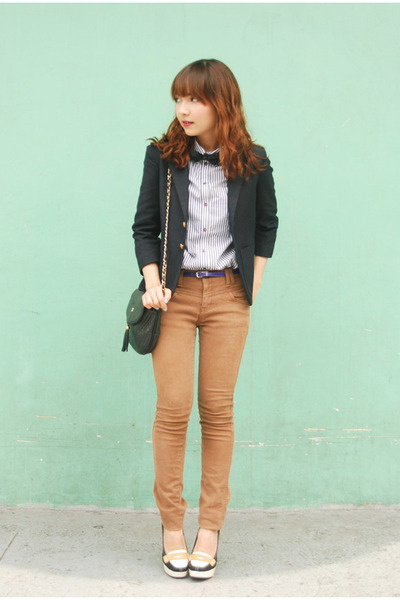 navy blazer - camel jeans - white Topshop shirt - black purse - off white heels