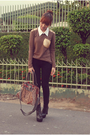 tan leopard bag - black boots - black jeans - light brown OASAP sweater