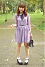 Light-purple-dress-black-vintage-bag-black-heels-gold-accessories