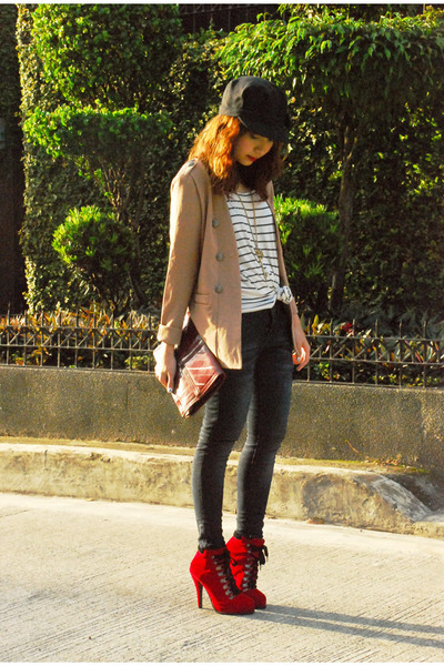 red boots - giordano jeans - black Topshop hat - camel vintage blazer