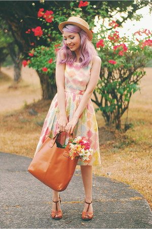 peach modcloth dress - brown Seychelles heels