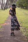 Black-vintage-dress-gray-parisian-boots-black-hat
