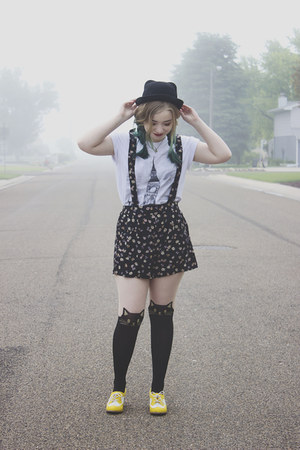 modcloth tights - Choies hat - modcloth shorts - Forever 21 t-shirt