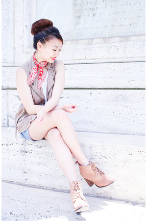 red bandana madewell scarf - tan lace-up booties Aldo boots