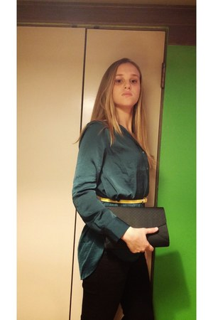 teal H&M shirt - vintage purse - vintage belt