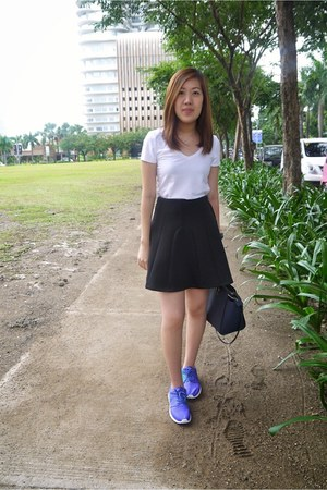 black Pink Manila skirt - violet nike shoes