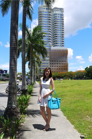 white Pink Manila dress - turquoise blue longchamp bag
