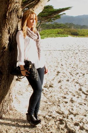 Steve Madden boots - J Brand jeans - H&M shirt - Anon scarf - Via Spiga bag