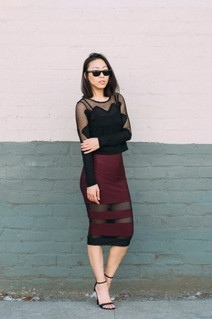 crimson mesh inserts thrifted skirt - black ray-ban sunglasses