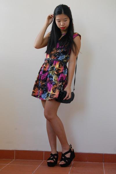 colourful unbranded dress - black clutch bonita bag