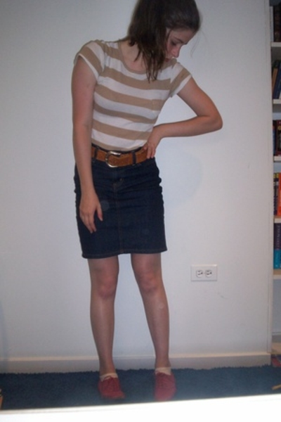 Old Navy t-shirt - vintage belt - Urban Outfitters skirt - Urban Outfitters shoe