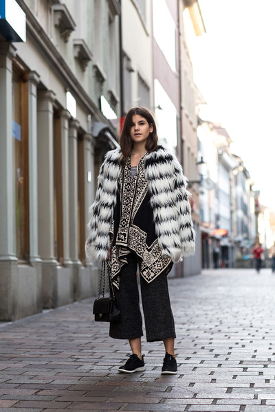 black Chanel bag - white faux fur Noisy May coat - black River Island cape