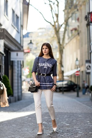 blue team paris top - white Saint Laurent Paris pumps - white pants