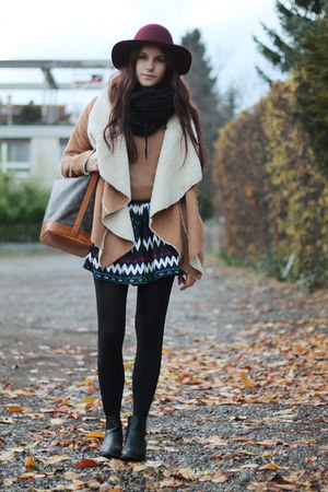 brown jacket - black chelsea anna field boots - brick red H&M hat