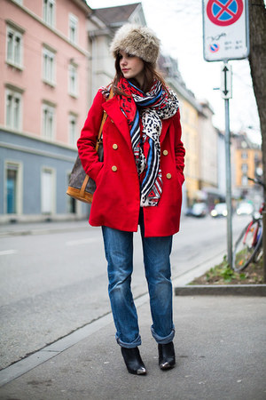 blue boyfriend jeans - red Mango coat - beige faux fur hat