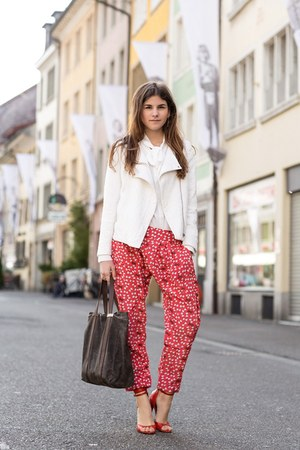 white jacket - dark brown shopper Mugon bag - red bow patterned Azura pants