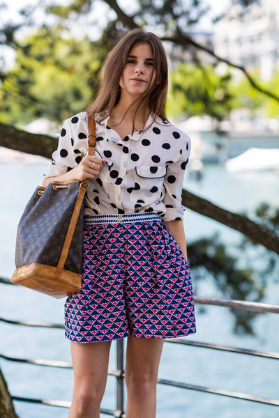 dotted shirt - Thierry Colson shorts - Stella McCartney heels - bird ring