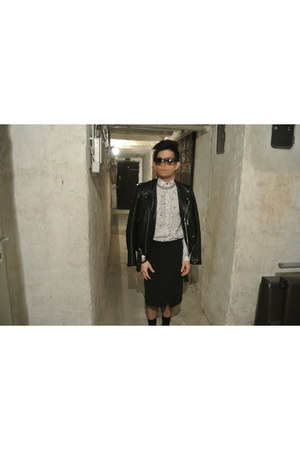 Zara shirt - SANDRO jacket - Zara shorts - Prada sunglasses