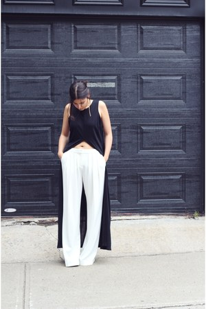 black vintage top - white wide leg Mango pants - bronze geometric Zara earrings