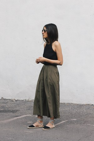 black crop top asos top - dark khaki culottes vintage pants