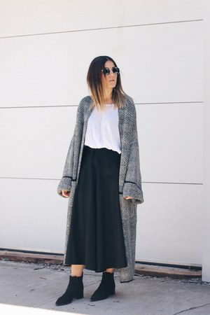 heather gray Zara cardigan - black suede acne boots - black Front Row Shop pants