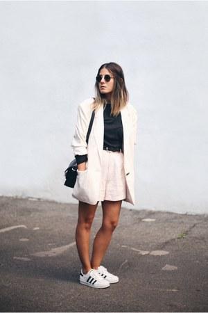 eggshell vintage blazer - black PROENZA SCHOULER bag - light pink vintage shorts