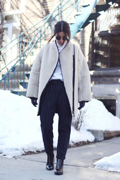 beige shearling H&M coat - black zip detail River Island boots